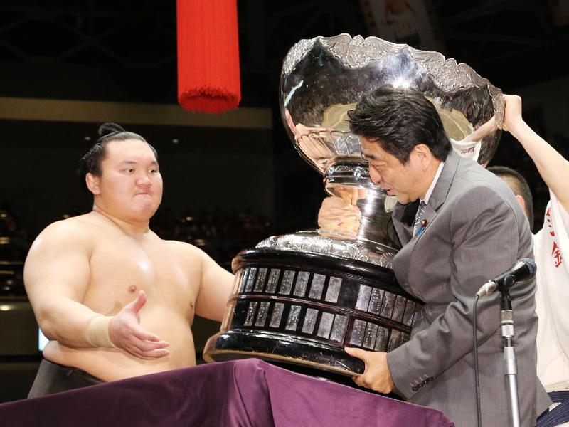 「いい一番だった」、安倍首相が大相撲を観戦