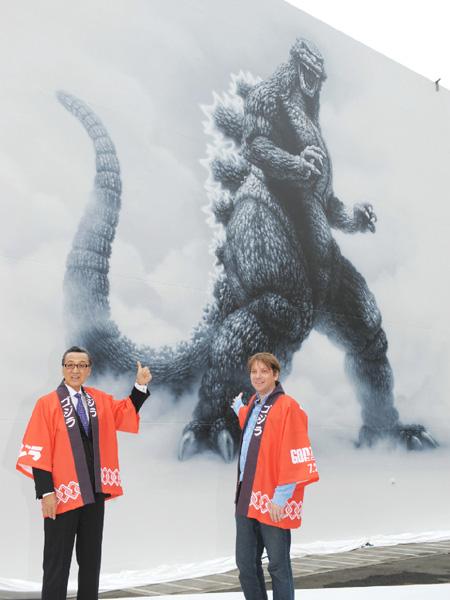 高さ11メートル、怪獣ゴジラの壁画が完成