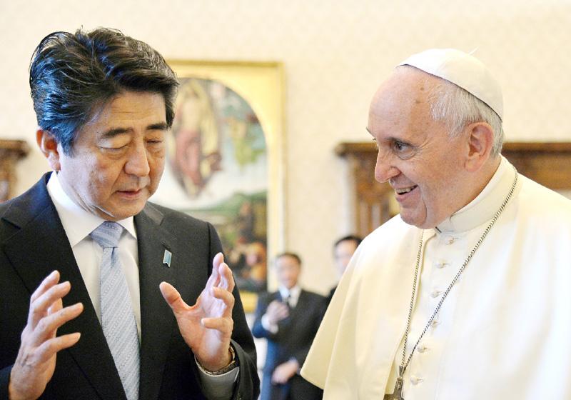 安倍首相、フランシスコ法王とバチカンで会談
