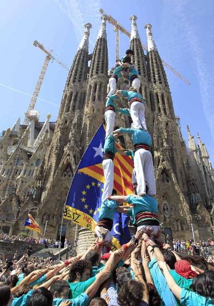 カタルーニャの独立を訴える「人間の塔」