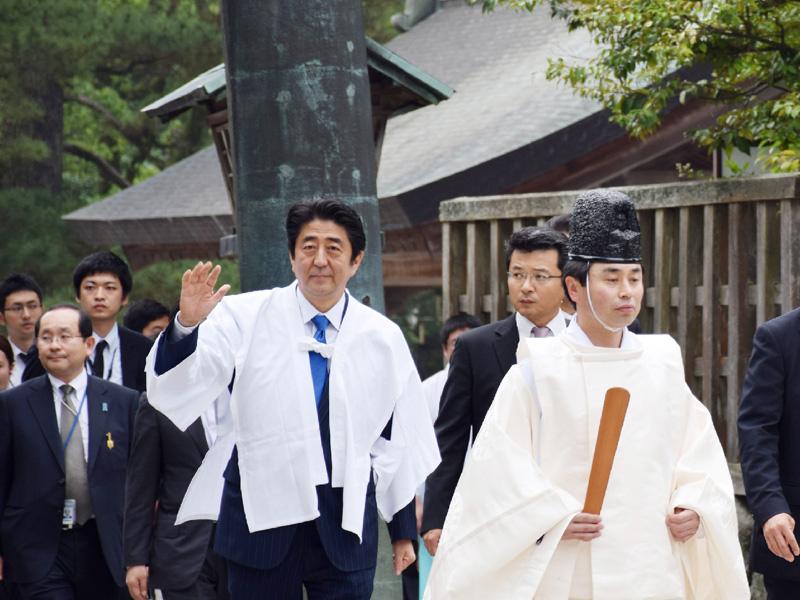 安倍首相が島根・鳥取を視察、出雲大社に参拝