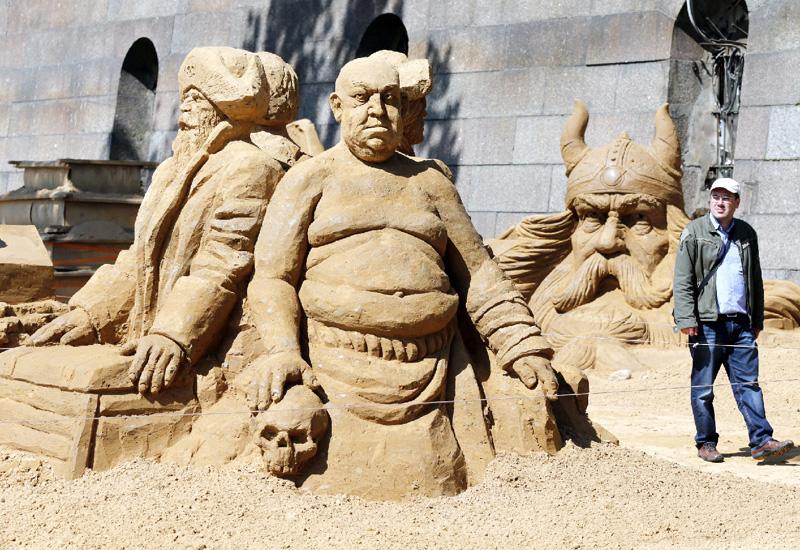 迫力満点、砂の彫像の国際フェスティバル