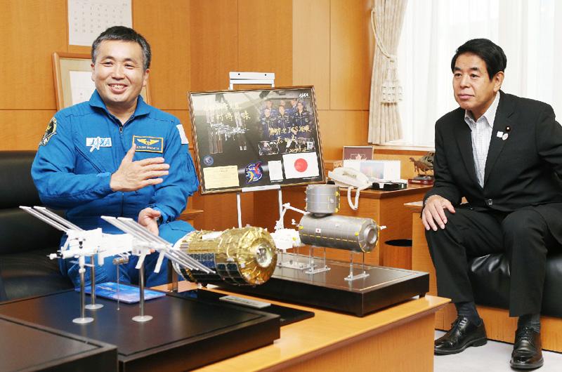 若田光一飛行士、「いろいろな成果出せた」