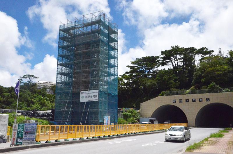 沖縄都市モノレール延伸で支柱の建設が始まる