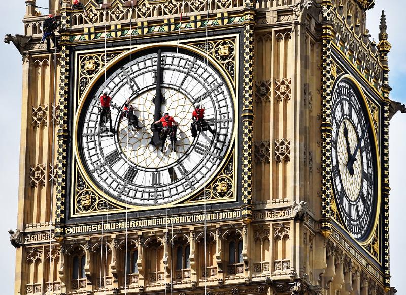 英議会の時計塔「ビッグベン」と格闘
