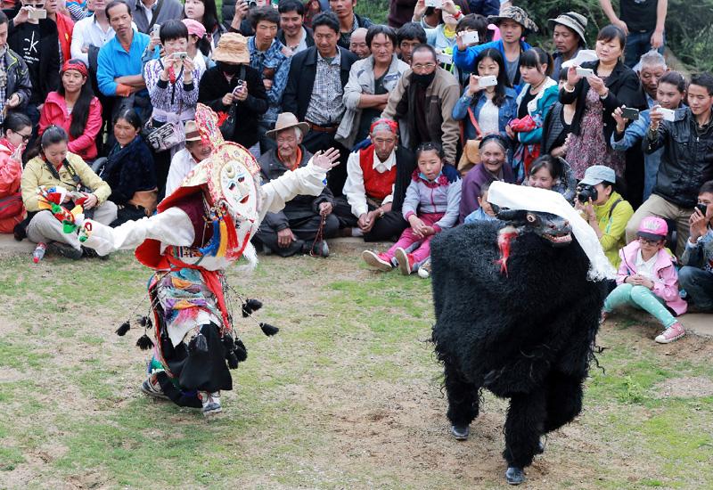 ショトン祭で伝統的なチベット歌劇