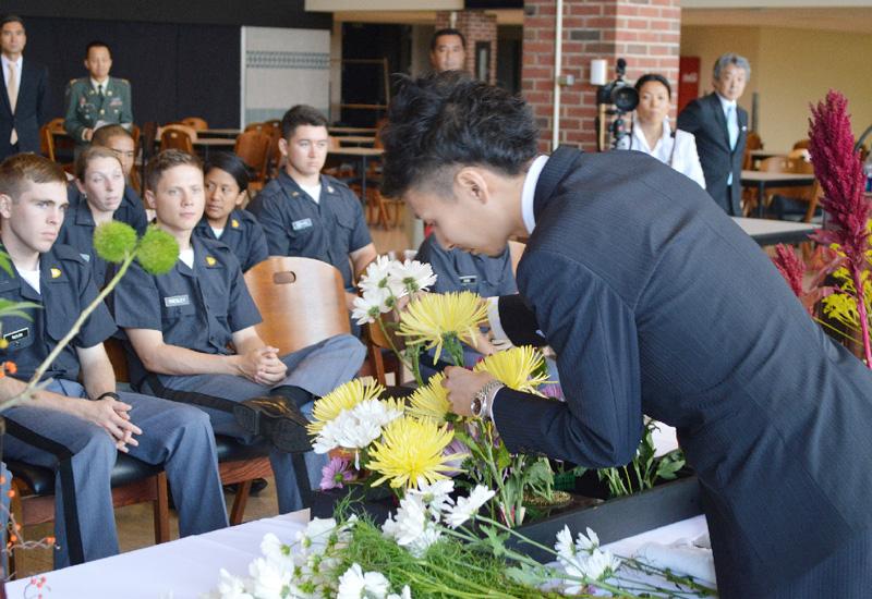 小原流家元が米陸軍士官学校で「和の心」伝授