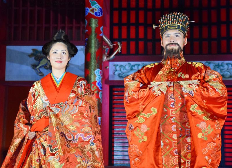 琉球王朝の「中秋の宴」首里城正殿前で再現