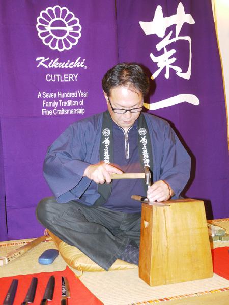 和包丁の魅力を米国に、鍛冶職人が実演ツアー