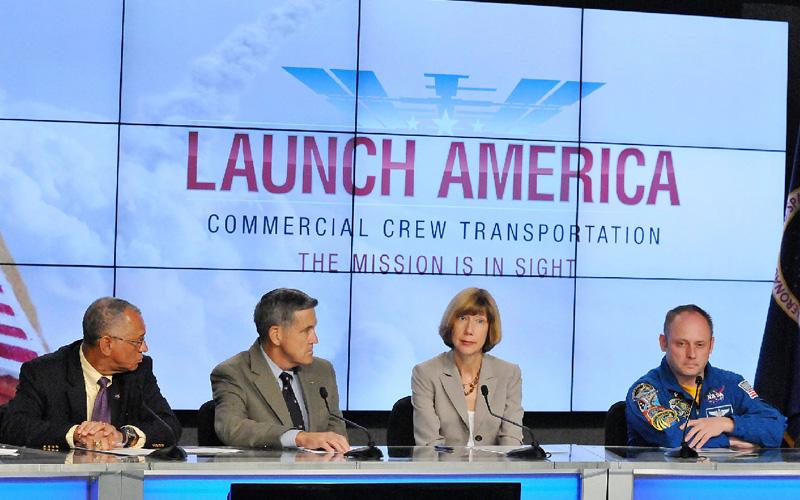 NASA、米有人宇宙船開発に2企業