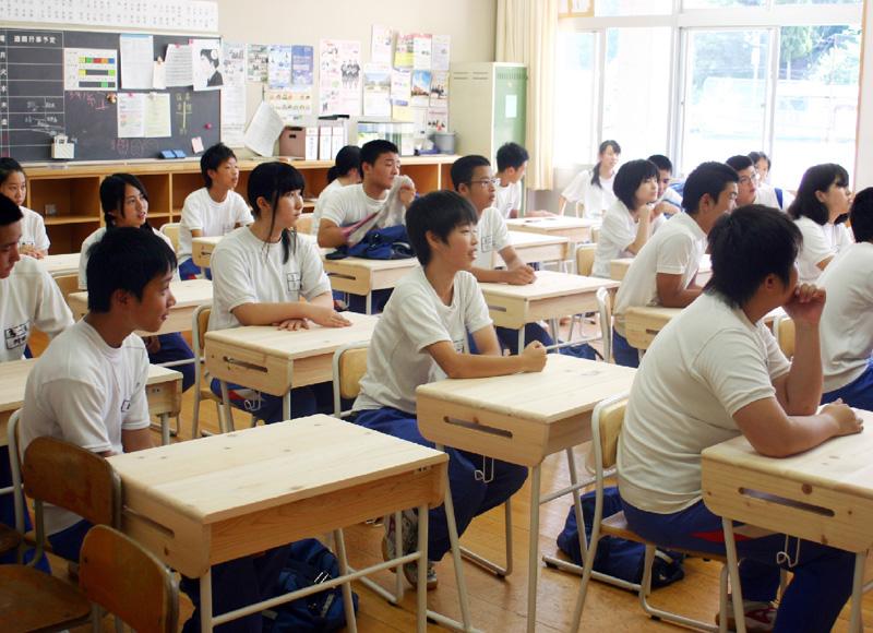 ブランド木材「吉野ヒノキ」で学習机作り
