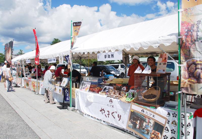 京都市東山の高台寺で「門前マルシェ」