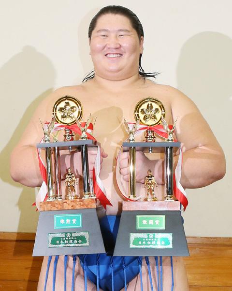 大相撲秋場所、逸ノ城が最速タイで三賞