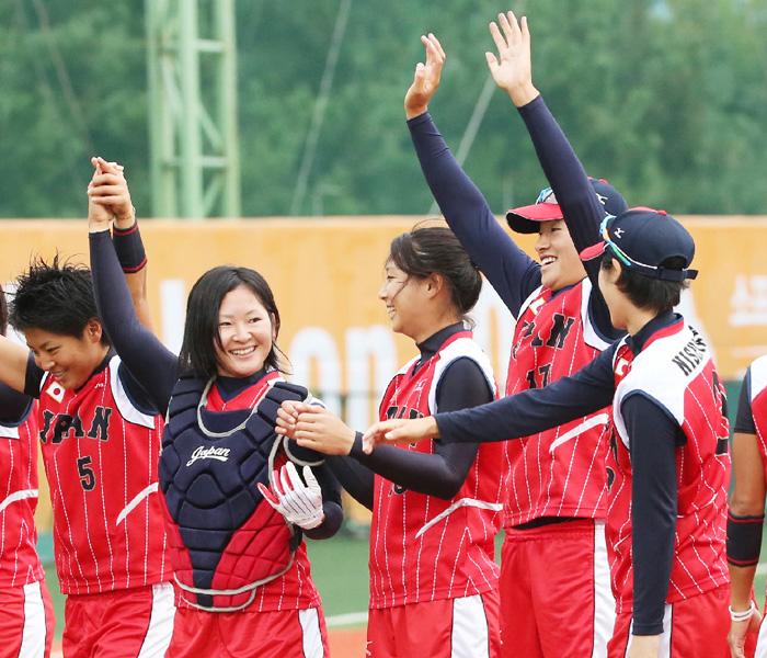 エース上野が快投、次世代につなぐ4連覇
