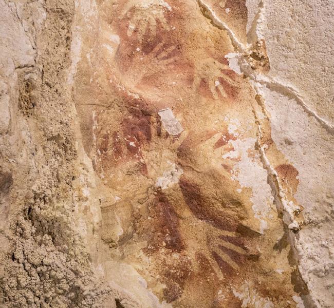インドネシア・スラウェシ島の壁画、世界最古級か