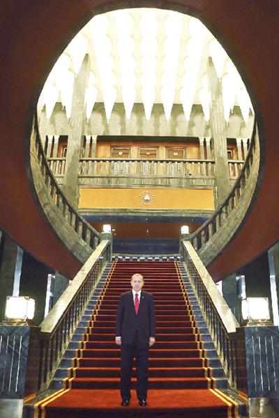 エルドアン大統領、超豪華な新公邸を披露