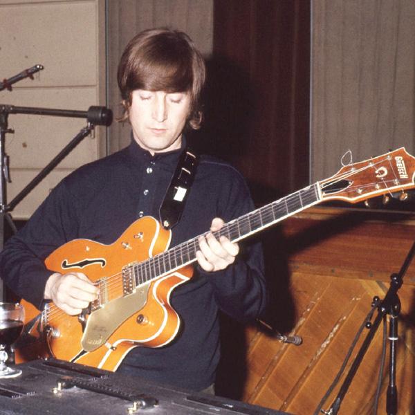 ジョン・レノンのギターがネットで競売へ