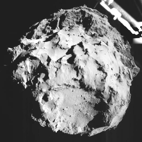 ESA、彗星へ降下中の写真を公開