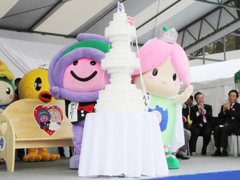 「アッピー」と「まゆみちゃん」が結婚