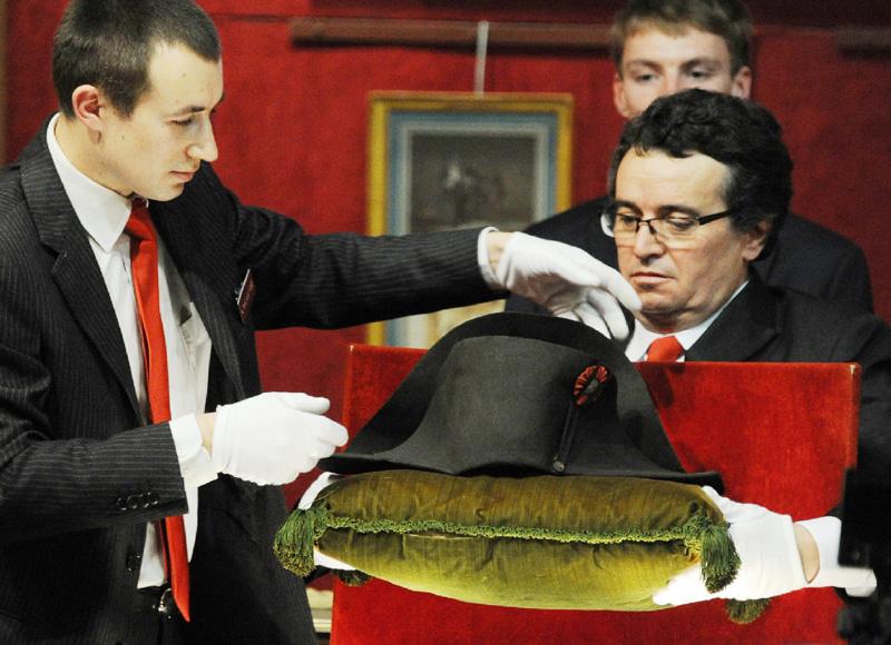 ナポレオン愛用の二角帽が2億7500万円で