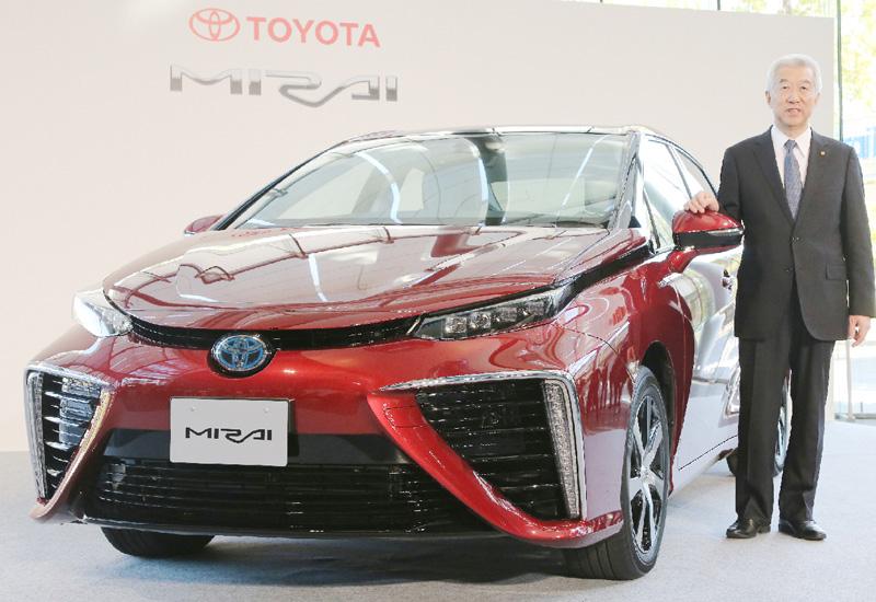 トヨタが究極のエコカー「ミライ」を来月発売