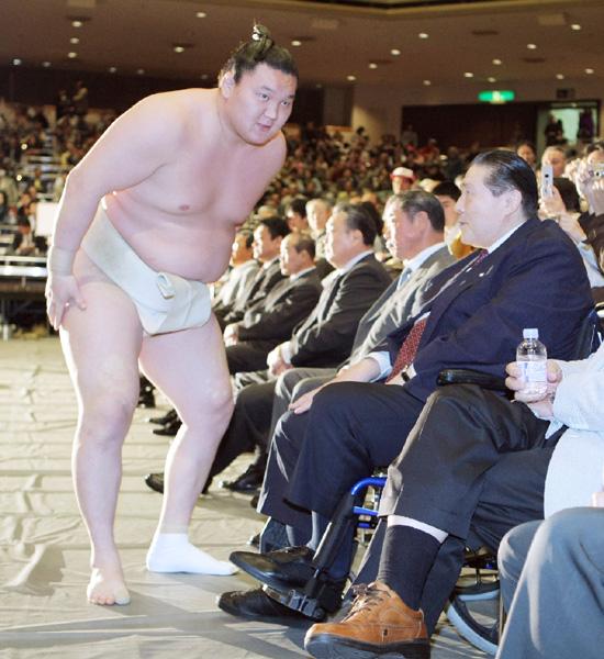 """白鵬、""""日本の父""""大横綱大鵬を超え恩返し"""