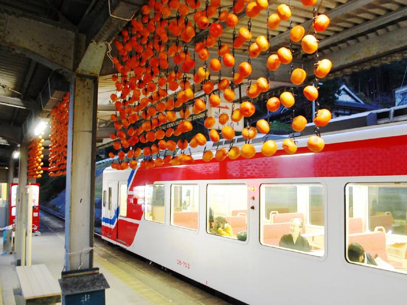 三陸鉄道の三陸駅ホームに「柿のれん」