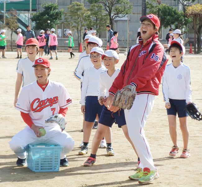 広島球団の堂林内野手「優勝で広島に元気を」