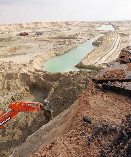 スエズ運河の一部複線化、工事が着々と