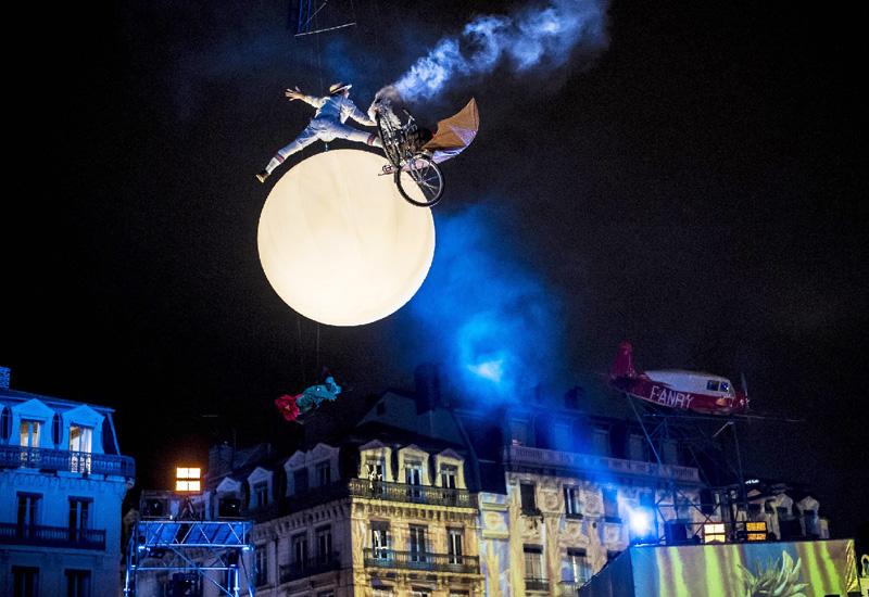 フランス・リヨンの「光の祭典」