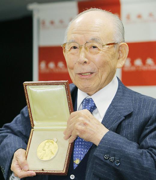 ノーベル賞の赤崎勇さん「授賞式の拍手感激」