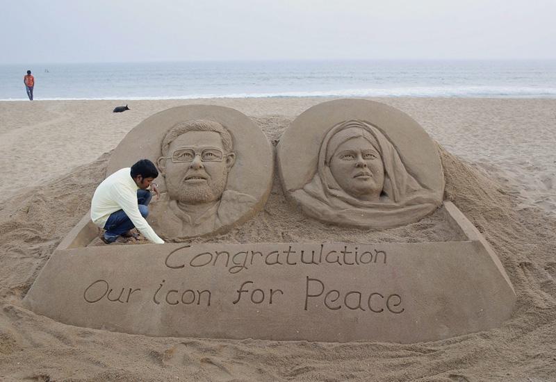砂のノーベル賞、インドのプリーの海岸で
