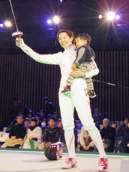 全日本フェンシング、佐藤希望がママでも優勝