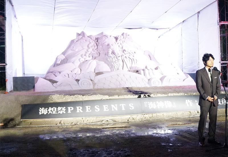 宜野湾の海浜公園に巨大な「海神像」が登場