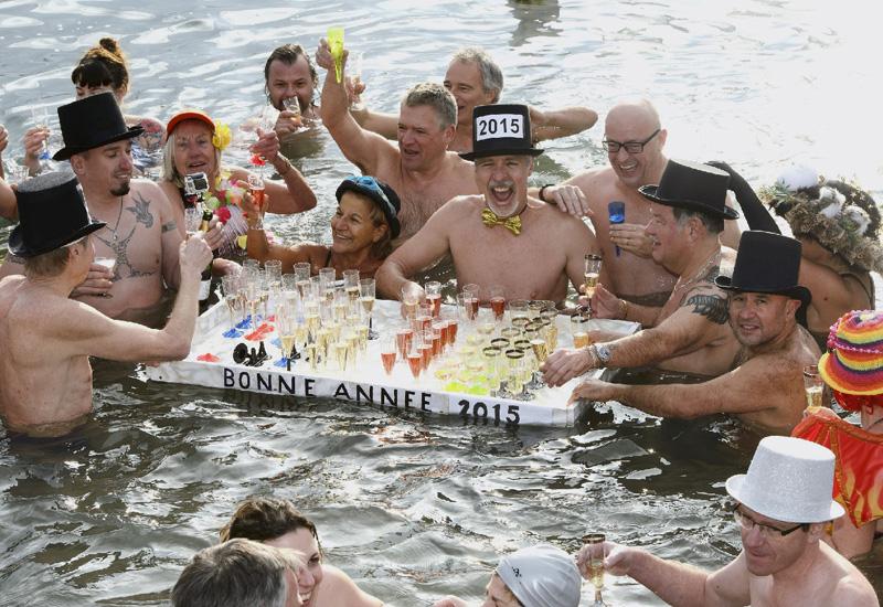 寒中に50人がシャンパンで乾杯!