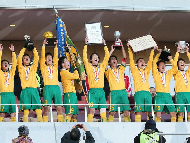 全国高校サッカーで星稜が初優勝、延長戦制す