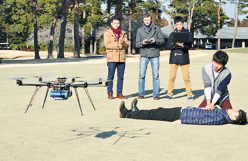 小型無人ヘリコプターでAEDを搬送