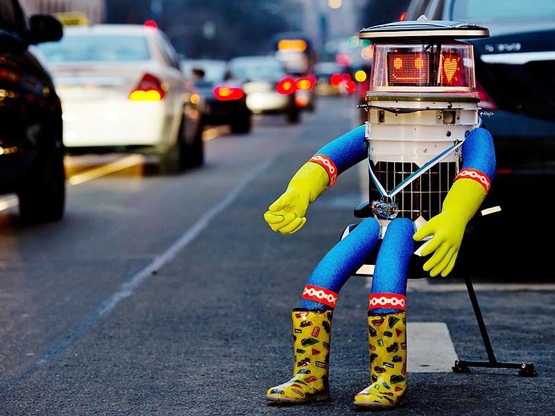ロボット「ヒッチボット」もヒッチハイク