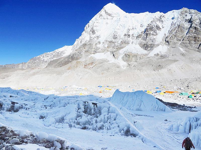 ネパール、エベレストに医療チームを配置