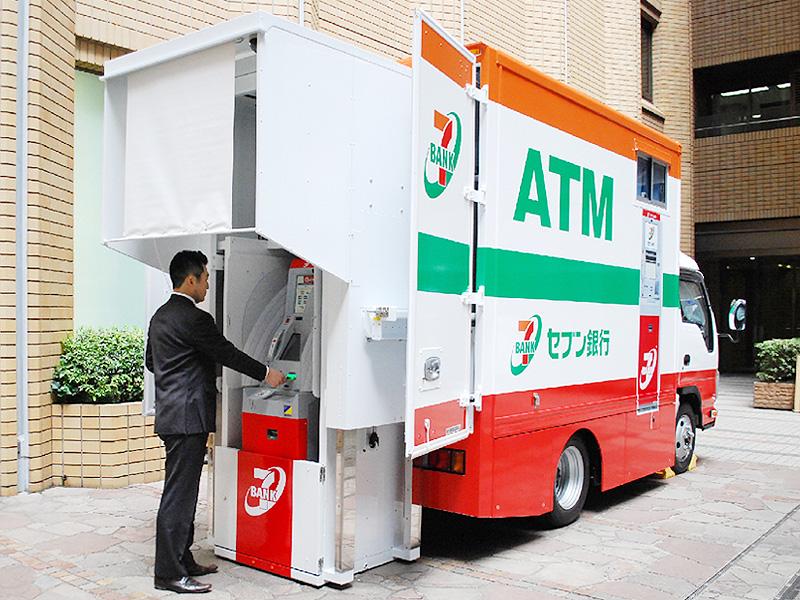 セブン銀行、「移動ATM車両」を新調