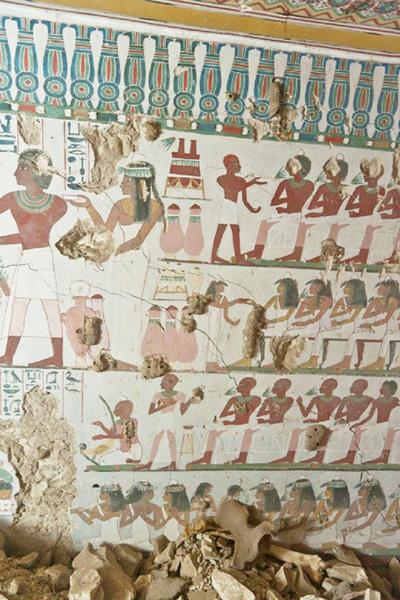 エジプト考古省、色鮮やかな壁画を発掘