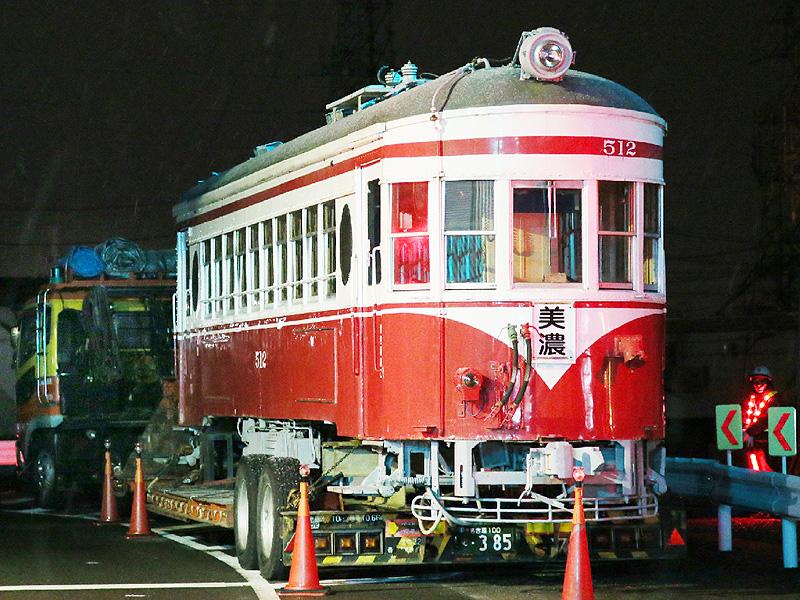 名鉄旧型「モ512号」電車を路上輸送