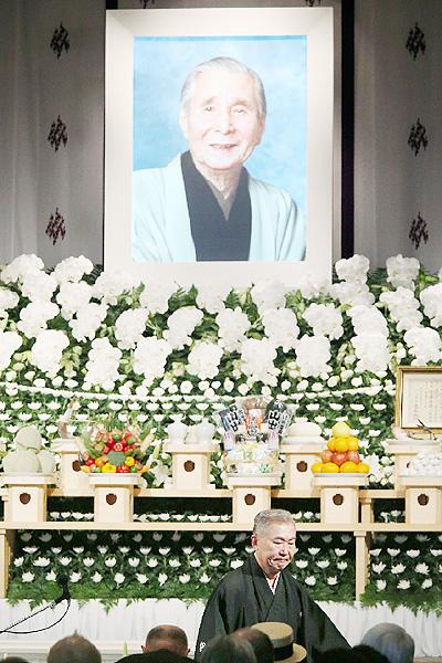桂米朝さんの葬儀、1500人が最後の別れ