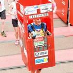 ロンドン・マラソンで走る電話ボックス?