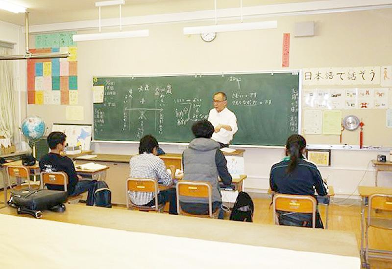夜間中学、外国人生徒8割、60歳以上28・5%