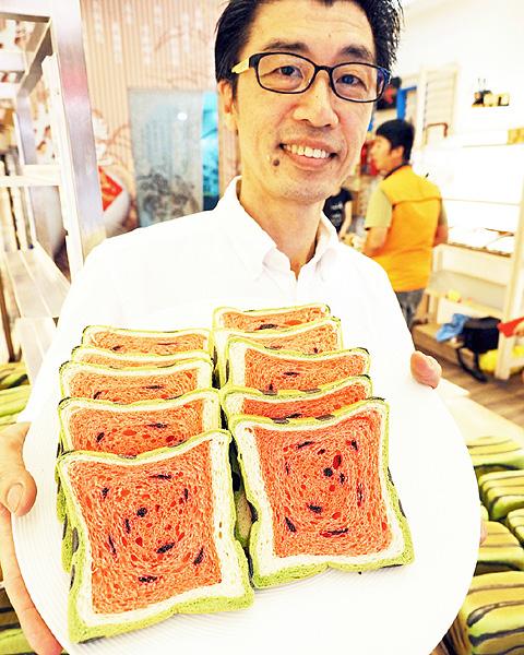 夏が食べ頃? スイカそっくりの食パンが人気