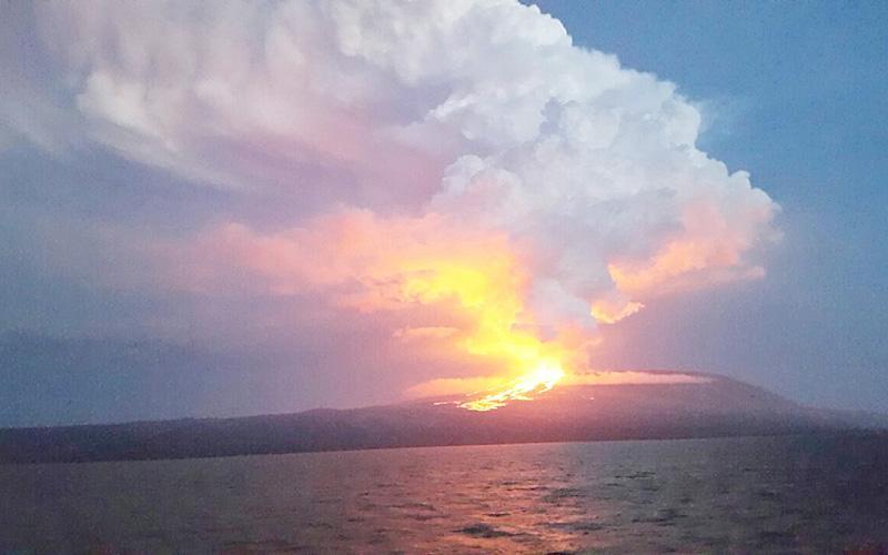 ガラパゴス諸島のイサベラ島で火山が噴火