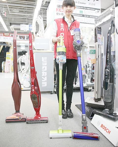 コードレス式のスティック掃除機が人気
