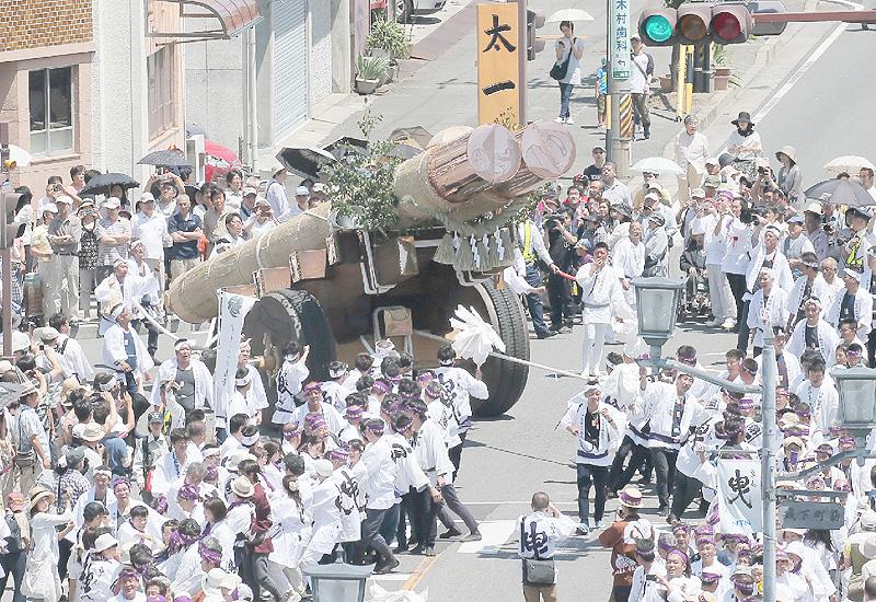 20年ぶりに伊勢神宮で「お木曳」、1600人が参加
