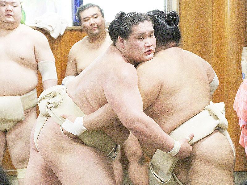 新大関の照ノ富士が始動、伊勢ケ浜部屋で朝稽古